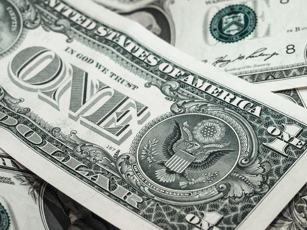 Экономисты оценили заявление Лаврова об уходе России от доллара