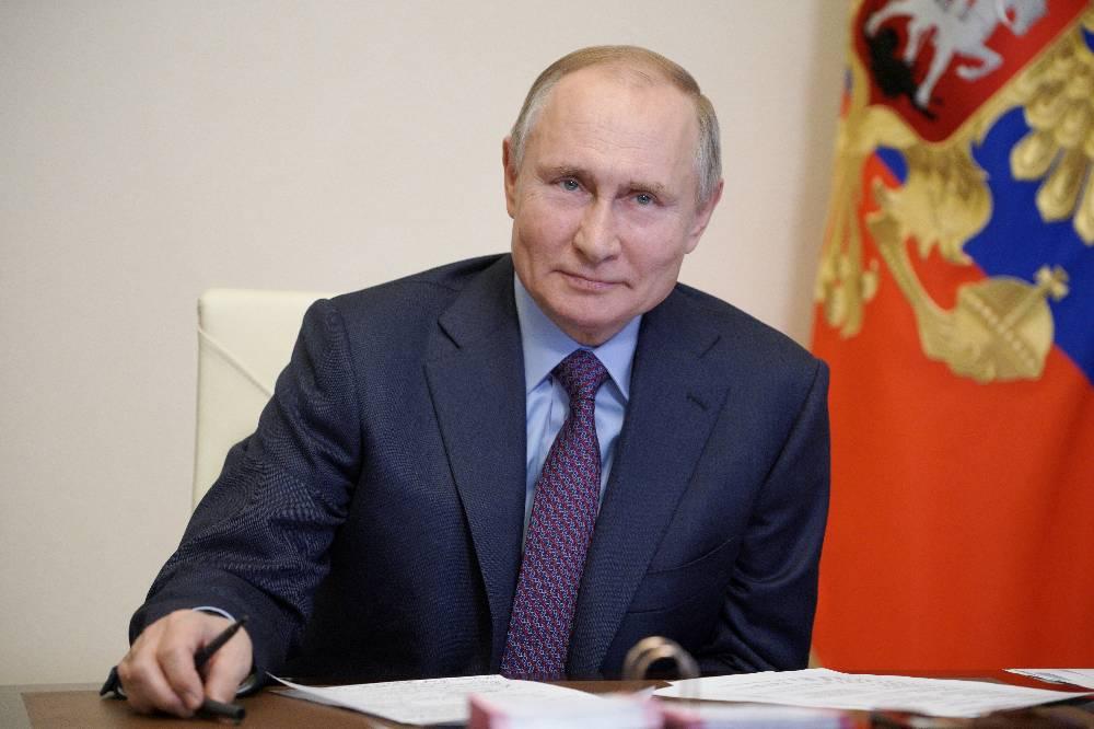 Песков рассказал, в какое время дня Путин сделает прививку