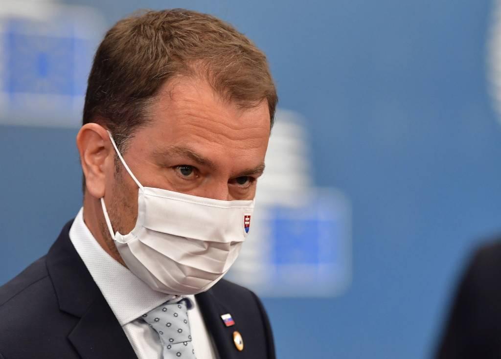 Премьер Словакии резко ответил на критику президента в адрес российской вакцины 'Спутник V'