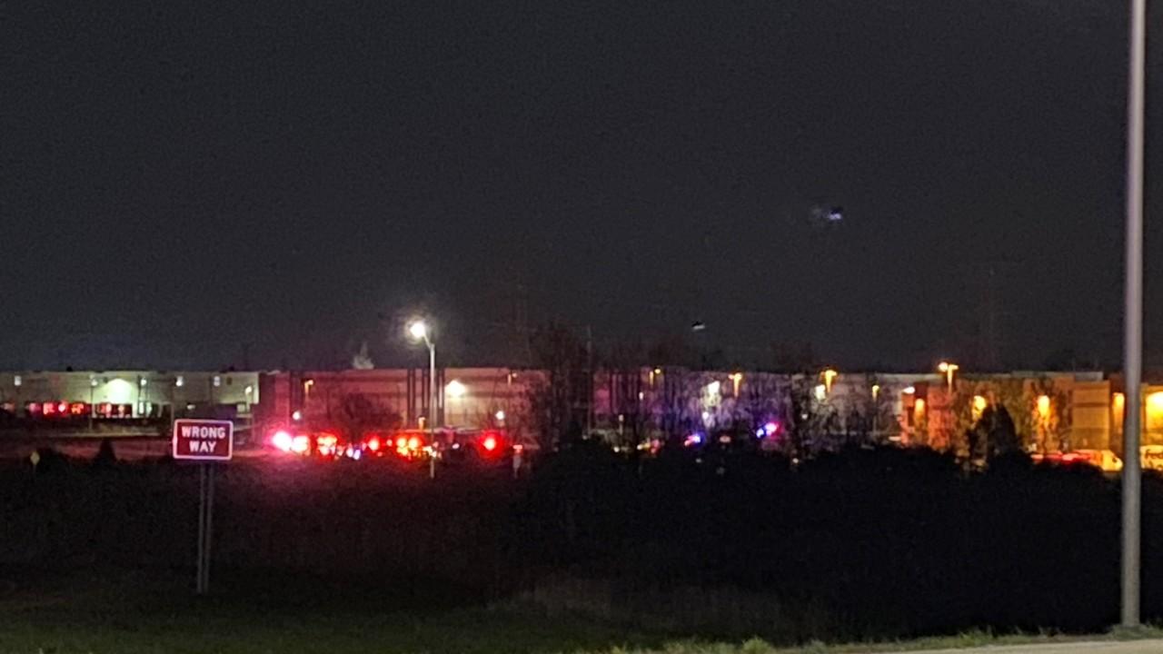В США неизвестный открыл стрельбу в отделении FedEx