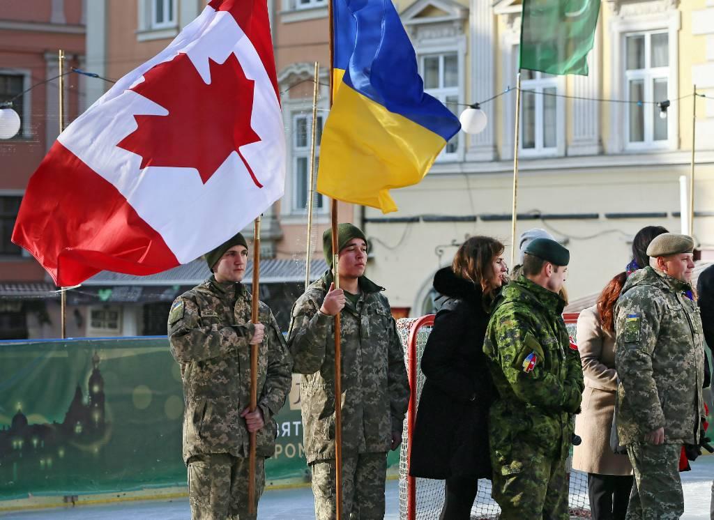 Канада приостановила миссию военных инструкторов на Украине из-за коронавируса