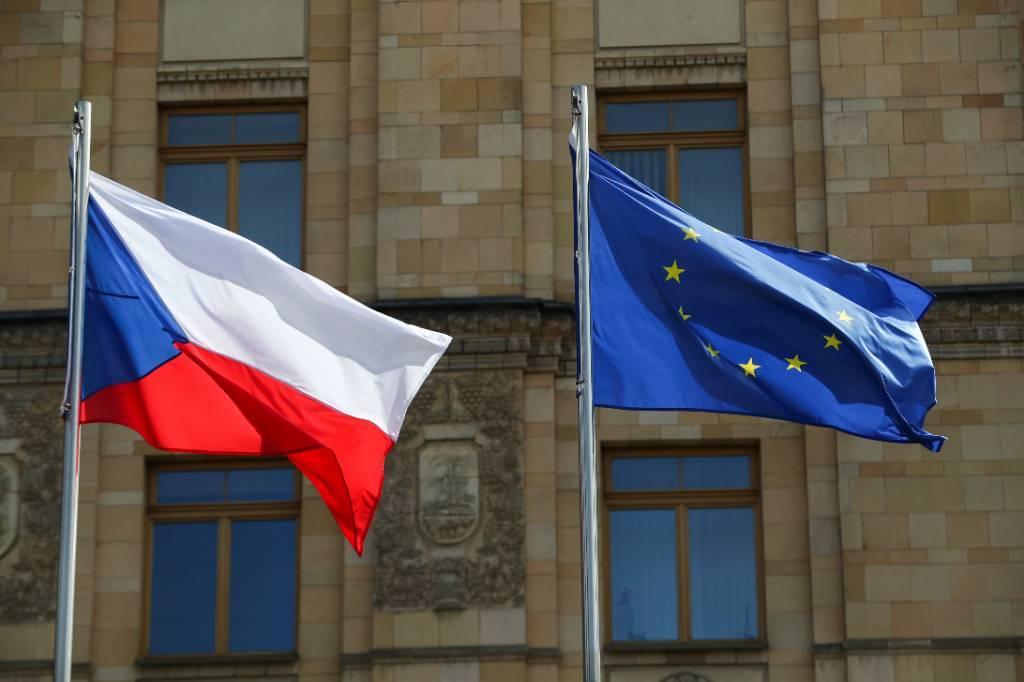 Власти Чехии пообещали рассекретить отчёт о 'причастности российских спецслужб' к взрыву во Врбетице