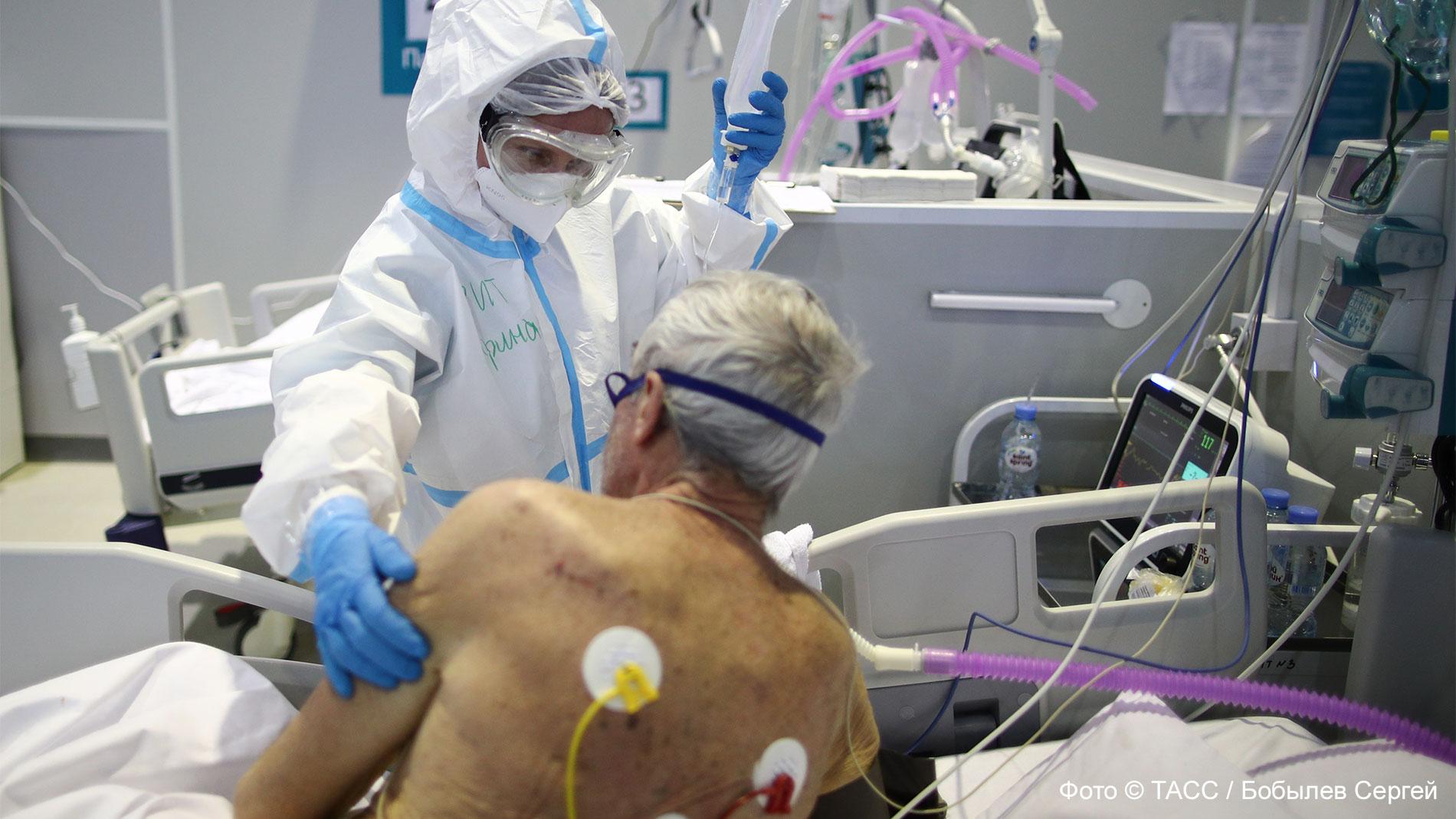 Коронавирус снова атакует: даже те, кто сделал прививку, могут заразиться ковидом, но болезнь протекает иначе
