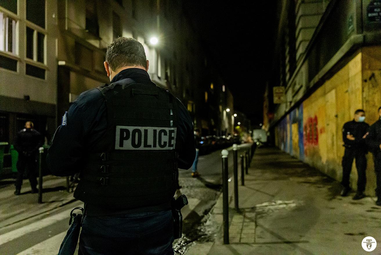 В Париже более 110 человек получили штрафы за вечеринку в ресторане во время карантина