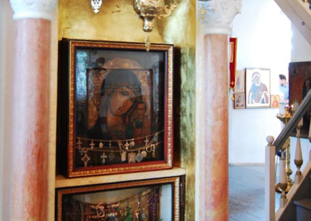 Забрали золото и выбросили: из храма в Новой Москве украли чудотворную икону