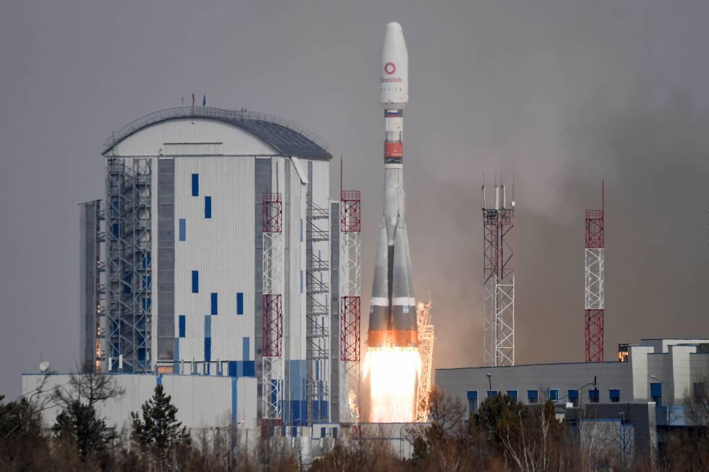 Рогозин рассказал о срыве контрактов на запуски из-за 'подлых' санкций США
