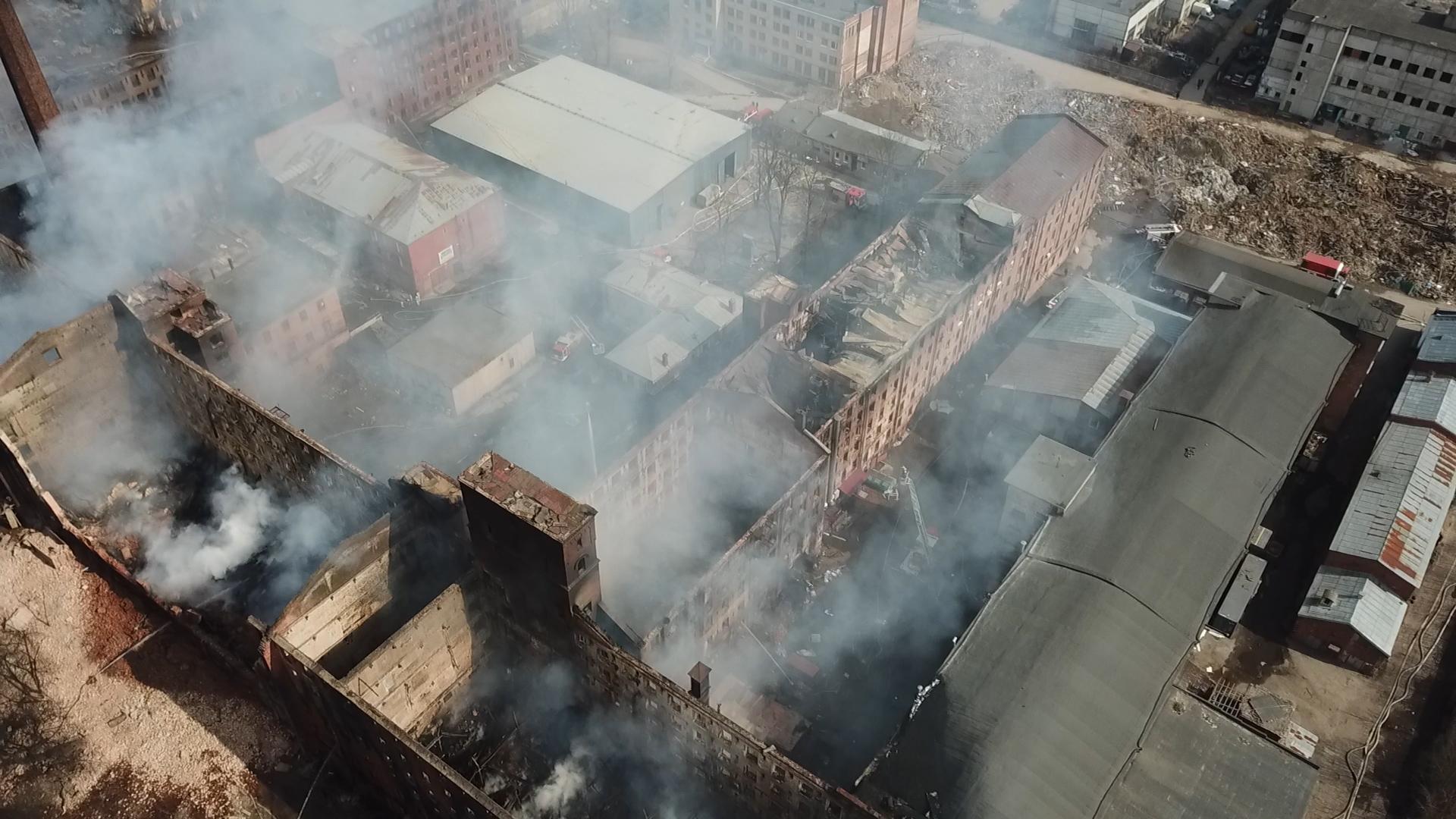Всё, что осталось от сгоревшей Невской мануфактуры: Лайф публикует видео с коптера