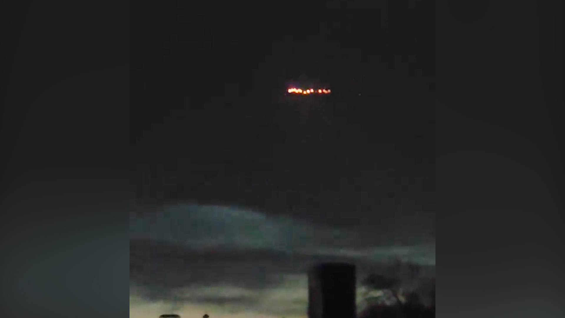 Жителей Ростова-на-Дону испугали яркие огни в небе, но всё оказалось прозаично — видео