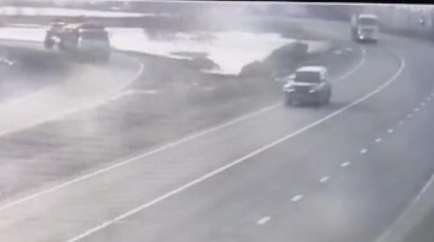 На Алтае произошло жуткое ДТП с лесовозом в стиле 'Пункта назначения' — видео