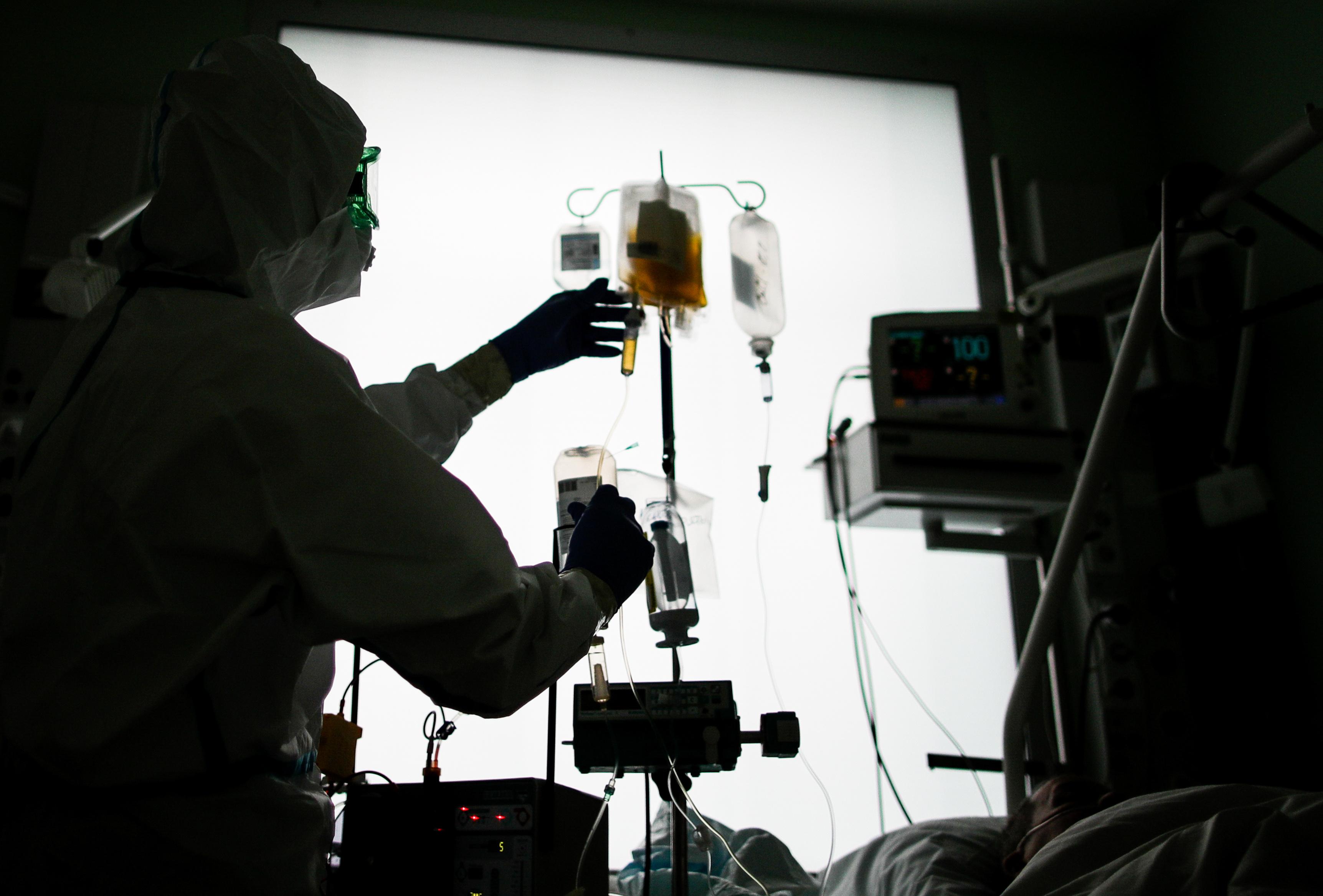 Трое школьников отравились лекарствами во время урока в Южно-Сахалинске