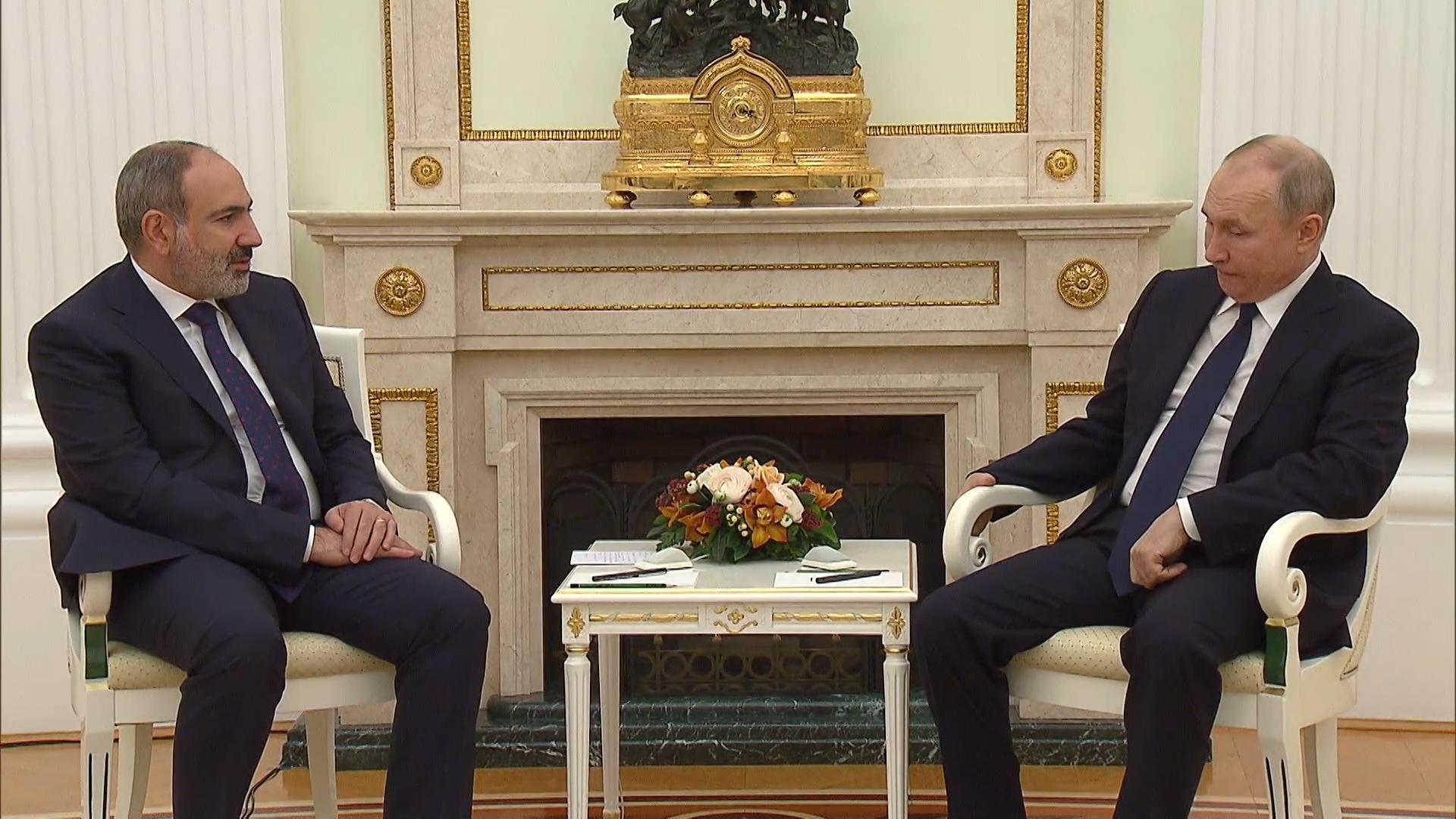 Пашинян рассказал Путину, что завтра Армения получит первую партию российской вакцины от ковида