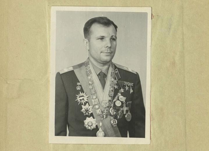 В зачётках были не только пятёрки: Минобороны рассекретило уникальные документы о первых космонавтах