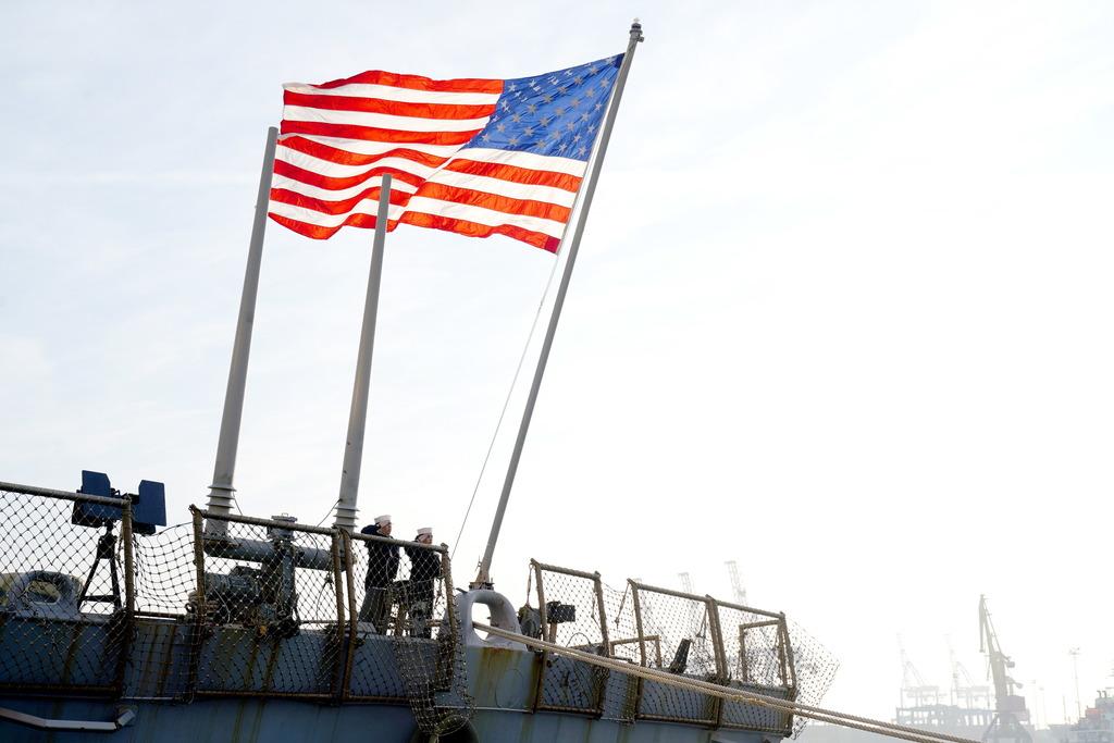 'Создают ложные иллюзии': В Госдуме оценили сообщения об отправке военных кораблей США в Чёрное море