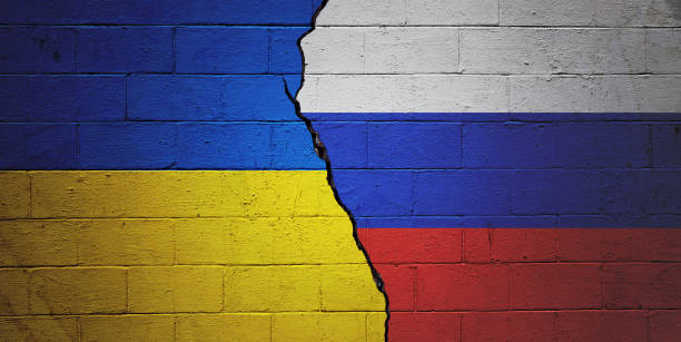 Политолог считает, что с помощью обострения в Донбассе Киев пытается спасти рейтинг Зеленского