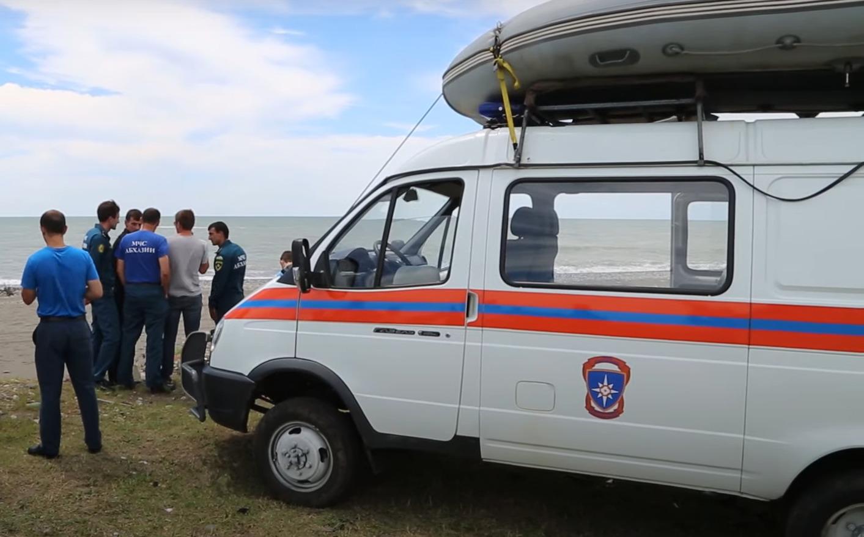 «Только вчера приехали». Что известно о трагедии в Гагре, где петербурженку с детьми унесло в Чёрное море